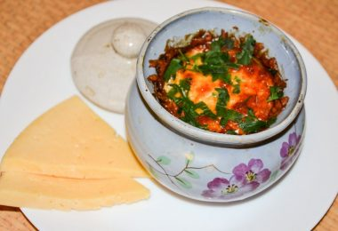 Индейка с картошкой в горшочке в духовке (с грибами)