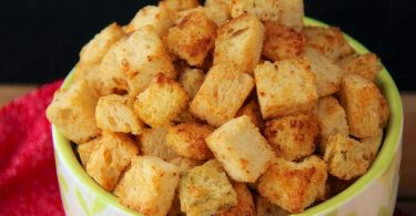 Как делать сухарики в духовке из хлеба: рецепты