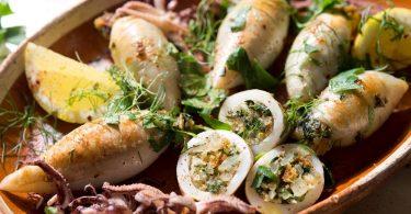 Как приготовить фаршированного кальмара в духовке (с грибами, сыром, рисом)?