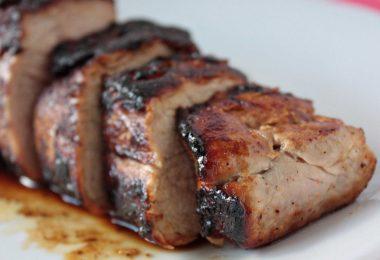 Как запечь карбонат свиной в духовке (в рукаве, с картошкой, сыром)?