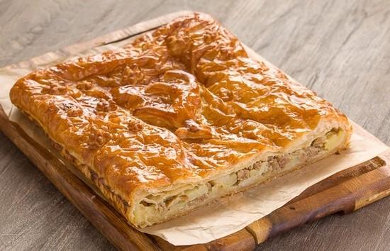 слоеный картофельный пирог с фаршем