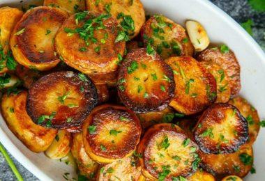 Картошка в духовке с корочкой золотистой (целая, с майонезом)