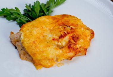 Курица под ананасами в духовке (по-французски, с грибами)
