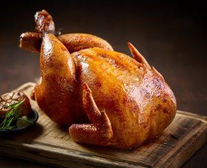 Курица, жаренная в духовке целиком (в фольге, рукаве, с картошкой)
