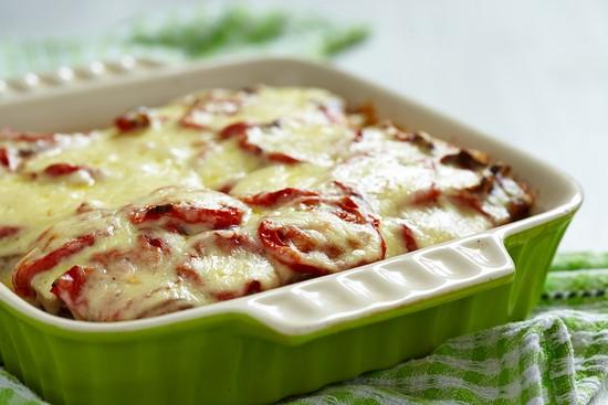 Печеный картофель с сыром в духовке