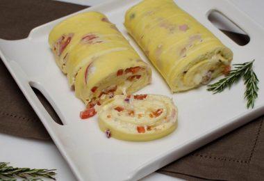 Рулет из яиц и майонеза в духовке (с начинкой)