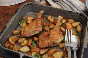 Утка кусочками с картошкой в духовке (тушеная)