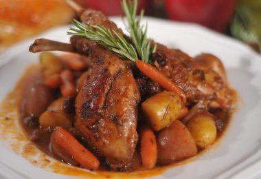 Жаркое из кролика с картошкой в духовке (в горшочке и рукаве)