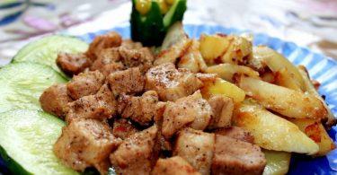 Запеченная картошка со свининой в духовке (слоями, на противне)
