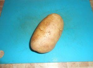 запекать картофель будем вместе с кожурой