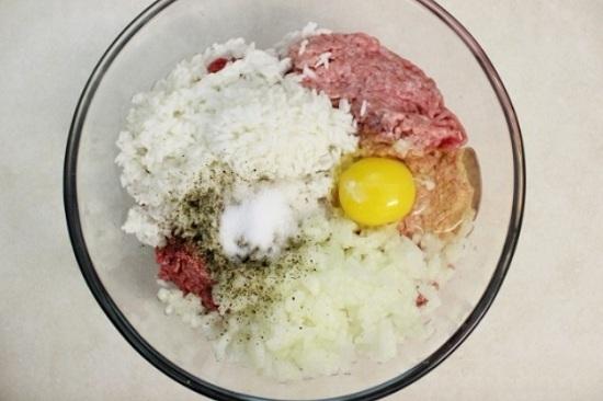 Рисовую крупу добавим в фаршевую массу