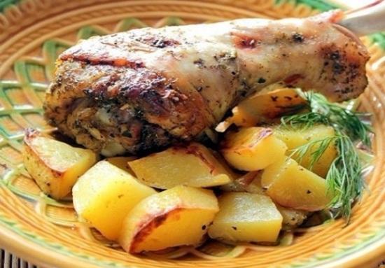 Индейку в рукаве для запекания с картошкой можно приготовить