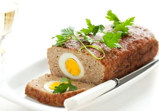 мясной хлеб в духовке с яйцом
