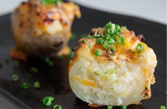 Картошка с беконом и сыром в фольге, запеченная