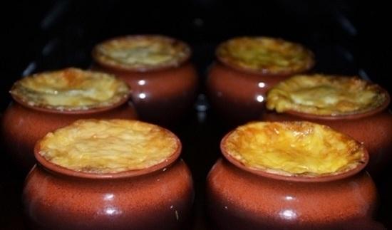 как приготовить жульен в горшочках в духовке со свининой