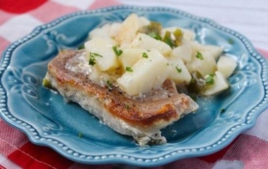 Картошка со свининой слоями в духовке