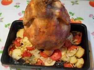 Запекать курицу с овощами будем до готовности