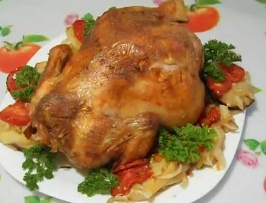 Курица в духовке с корочкой на бутылке