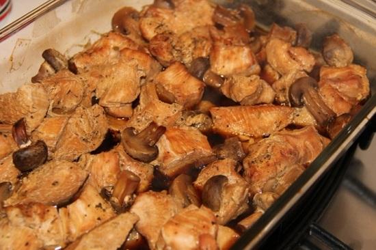 Грудка индюшки, запеченная с грибами