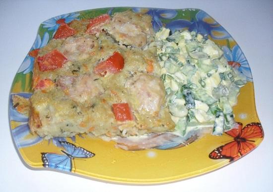 картофель с фрикадельками в духовке