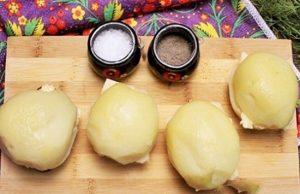 Накроем заготовки половинками картофеля