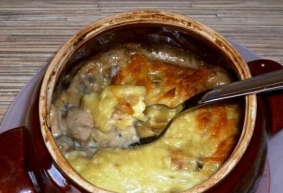 жульен в горшочке в духовке с картошкой и куриным мясом