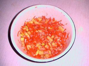 Смешиваем овощи с рисовой крупой
