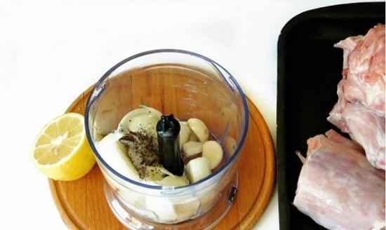 Добавим сок лимона, масло неароматизированное растительное
