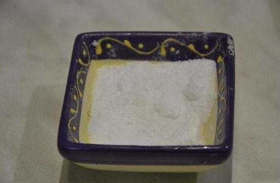 вводим щепотку мелкозернистой соли