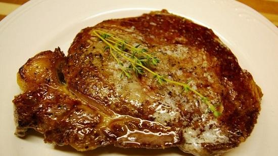 стейк из свинины в духовке в фольге