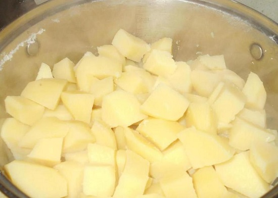 до полуготовности сварился картофель
