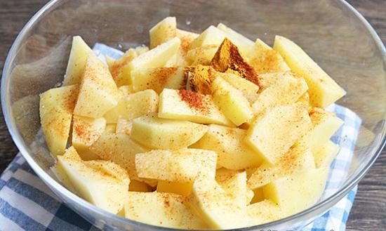 Очистите картофельные клубни