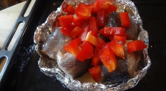 Следующим слоем идет сладкий болгарский перец