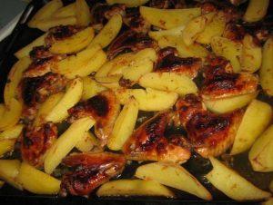 Крылья в духовке с корочкой с картошкой