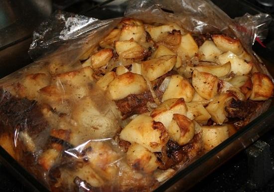 Бараньи ребрышки с картошкой в рукаве