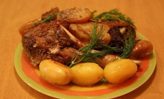 Голень индейки с картошкой в рукаве