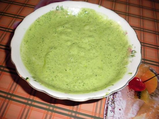 Соус, приготовленный из шпината, получается ароматным