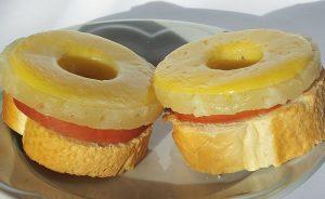 Как приготовить бутерброды с ветчиной и ананасами?
