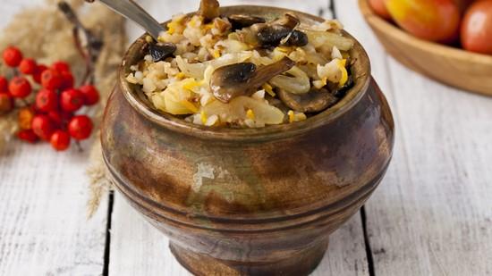 Как сделать гречку в горшочках с курицей и грибами
