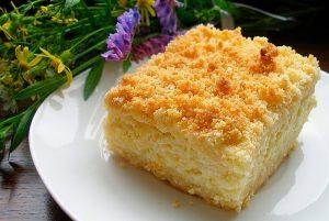 Пирог из творога в духовке на скорую руку (с бананом, сыром, ягодами)