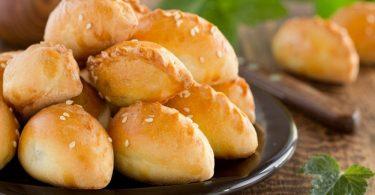 Пирожки с мясом и картошкой в духовке (открытые, треугольники)