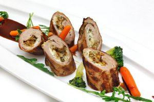 Мясные рулетики из свинины с грибами
