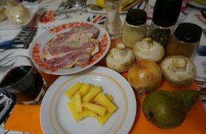 Сыр твердого сорта нарезаем брусочками
