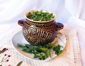 блюдо посыпаем нашинкованной зеленью
