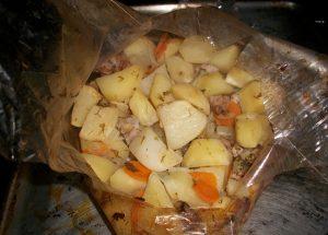 Свиная вырезка в рукаве с картошкой