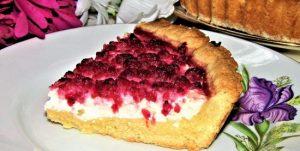 вкусный пирог с творогом и ягодами в духовке