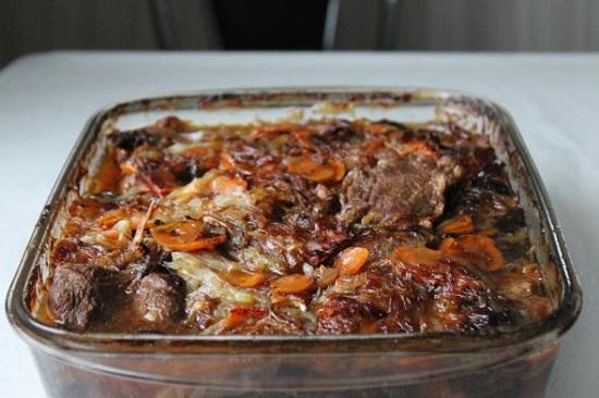 говяжья вырезка с черносливом в духовке