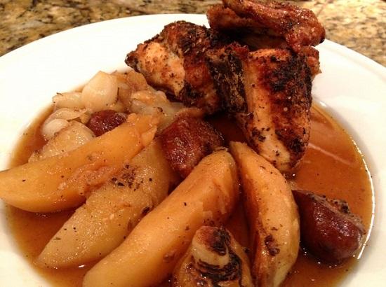 Курица в пиве в духовке с картошкой и охотничьими колбасками