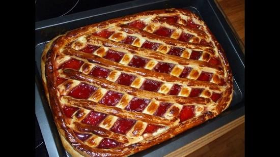 дрожжевой пирог с вареньем в духовке