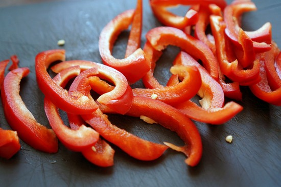 Томить овощи еще минут 10
